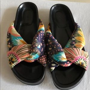 NWOB CHLOE Nolan Crisscross Slides Sandals Size 9